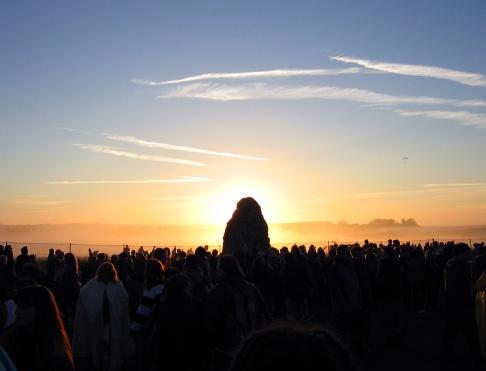 Sun_behind_the_Heel_Stone
